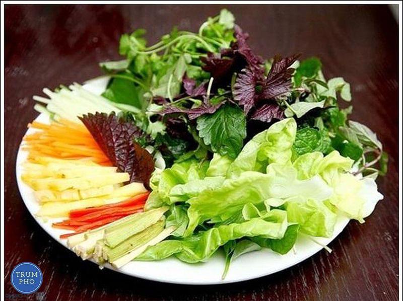 Các loại rau thơm ăn phở giúp món phở ngon hơn.