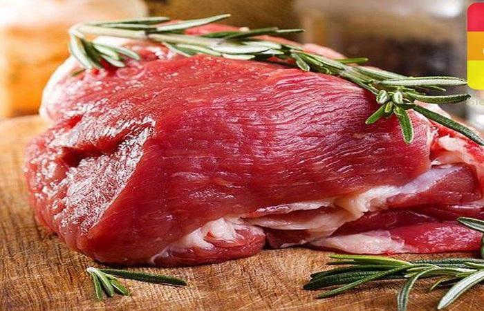 Mọi người nên lựa chọn thịt bò ngon với thớ nhỏ, mềm để hầm nhanh hơn
