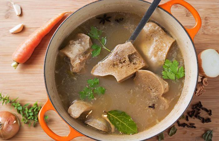 Nước hầm xương ngọt lịm sẽ giúp món ăn thêm thơm ngon