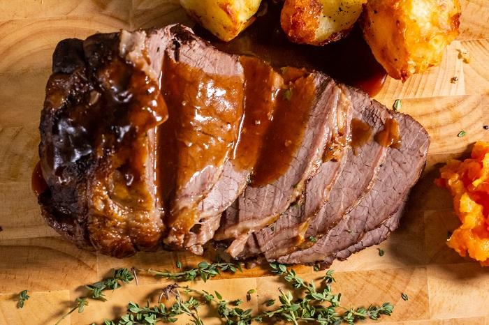 Roast Beef là món ăn thường xuất hiện tình trạng có ánh cầu vồng sau khi thái mỏng
