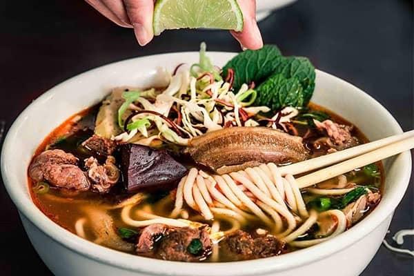 Bún tươi cọng to thường được dùng làm món Bún Bò Huế