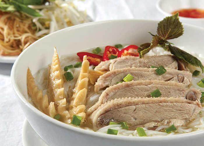 Hình 1: Bún măng vịt là một món ăn phù hợp với mọi kiểu thời tiết