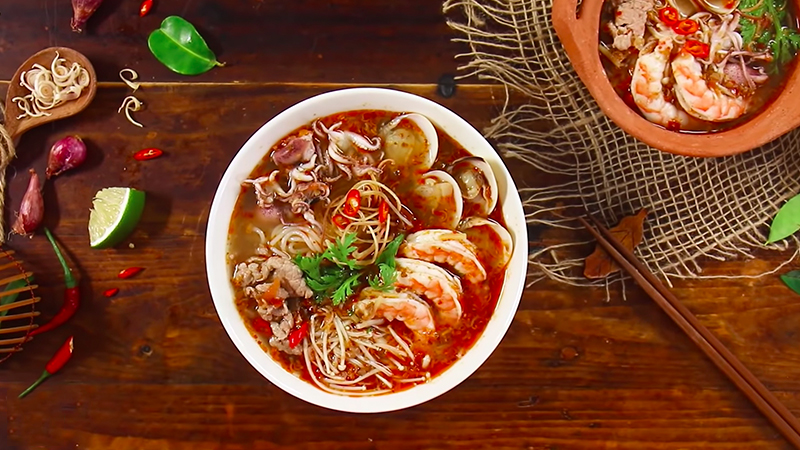 3.cach lam bun thai chua cay tu goi sot tom yum dam da chuan vi